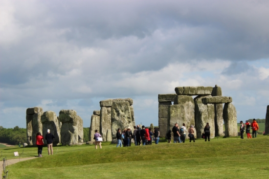 walk around stonehenge