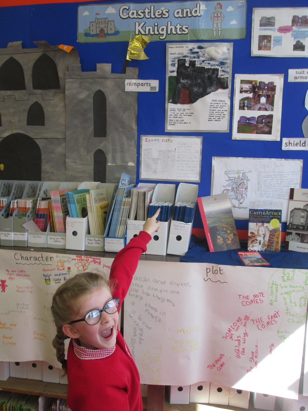 We were so impressed by Amalea's 3D castle picture, surrounded by castle facts. She worked really hard and it took her a very long time to produce. Great work!