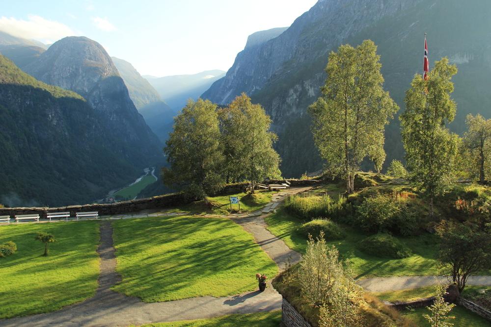 Nærøydalen og Jordalsnuten sett fra Slalheim Hotel.JPG