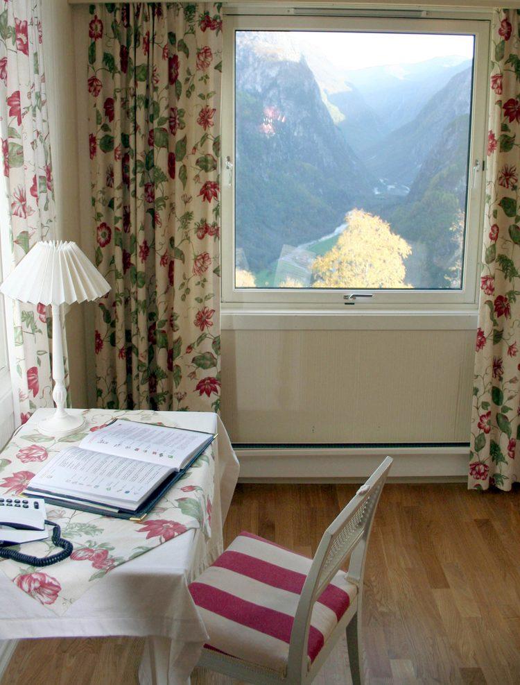 Guestroom-337_2.jpg