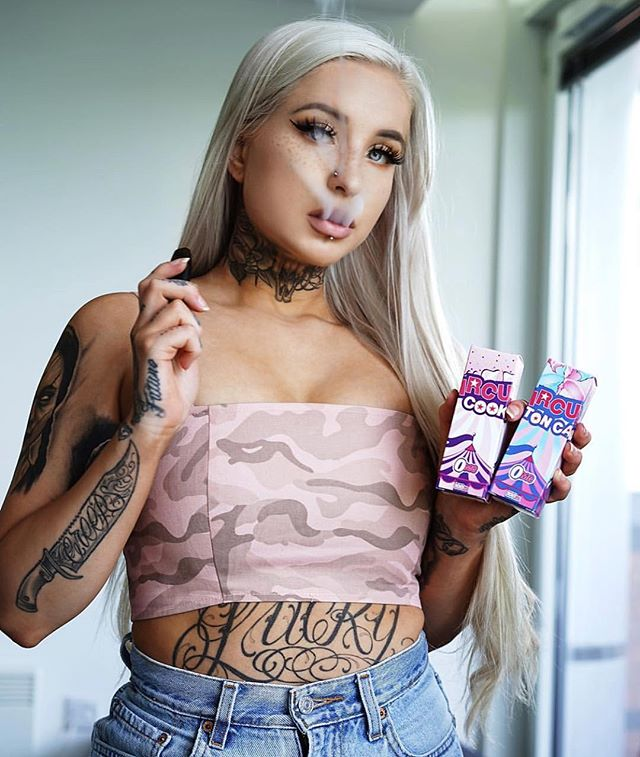 Meet us at the #CIRCUS 🤡 📸: @elysiaalessia Ft. #CircusCookie 👀 •••••••••• 120ml.co 🇺🇸 Premium eJuice & Accessories 🔥 📦 FREE US Shipping on orders $30+ 🌐 Now Shipping to US, CA, UK, IR, AU 💌 Support@120ml.co
