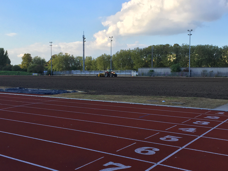 The athletics track surrounding the infield placed restrictions on drainage gradients; the Turfdry Drainage System with Hydraway Sportsdrain offers the ideal solution in such circumstances, as it has demonstrated effectiveness even at zero gradient.
