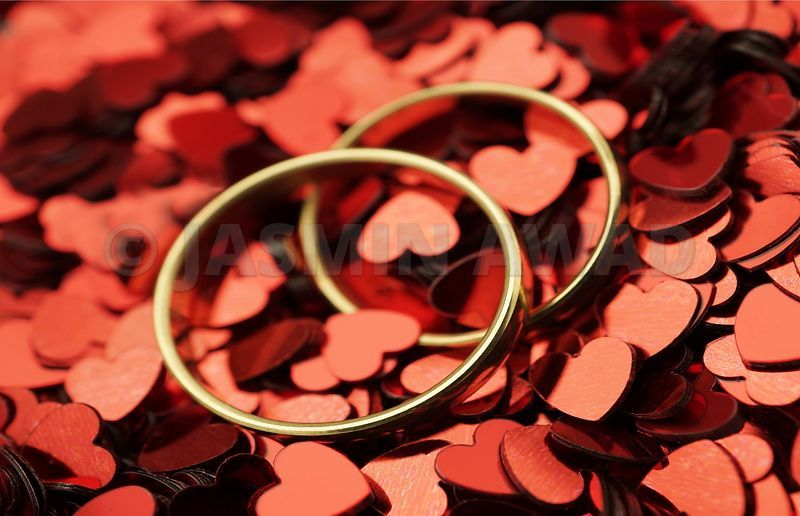 Wedding_rings_with_red_hearts_xlarge.jpg