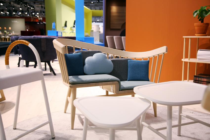 NC Nordic Care lanserade fina soffan   DU & JAG   designad av Jenny Fingal och Eva-Johanna Isestig. Tänkt att passa en vuxen och ett barn i t ex ett väntrum.