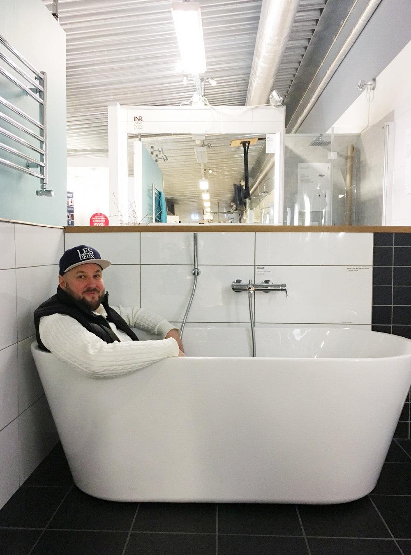 Liknande det här badkaret vill vi ha! :) Sanitetsakryl eller gjutjärn är frågan, jag ska läsa på lite mer  här.
