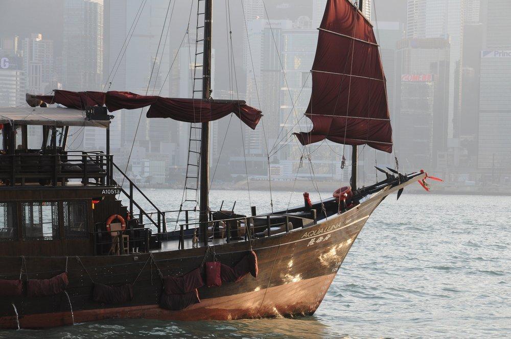 hong-kong-junk-boat-2644630_1920.jpg