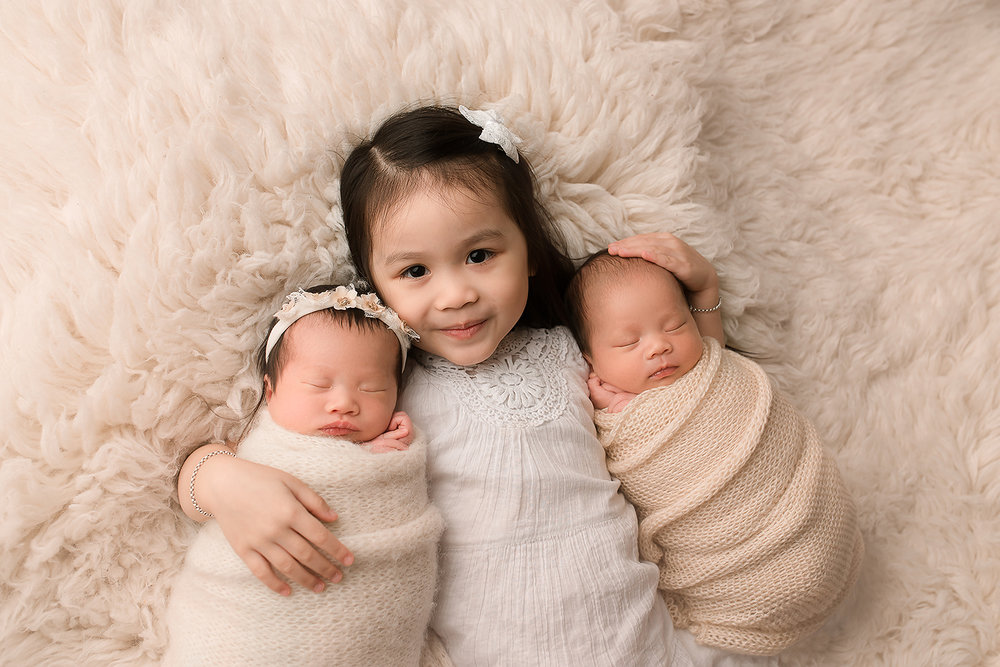 Baltimore Maryland Newborn Photographer Jessica Fenfert boy/girl twins and big sister