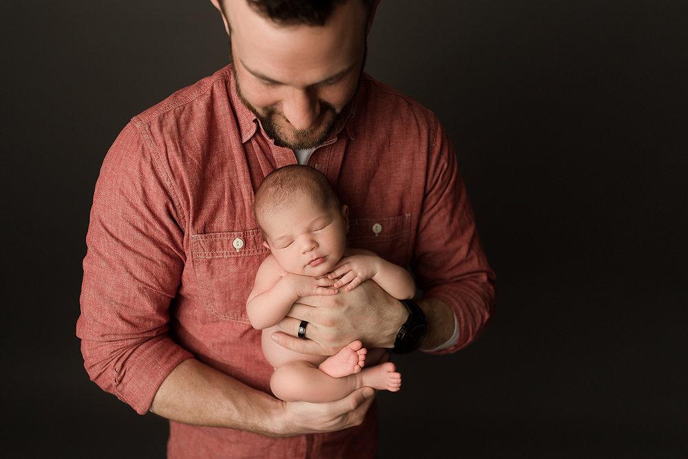 Baltimore Maryland Newborn Photographer Jessica Fenfert dad