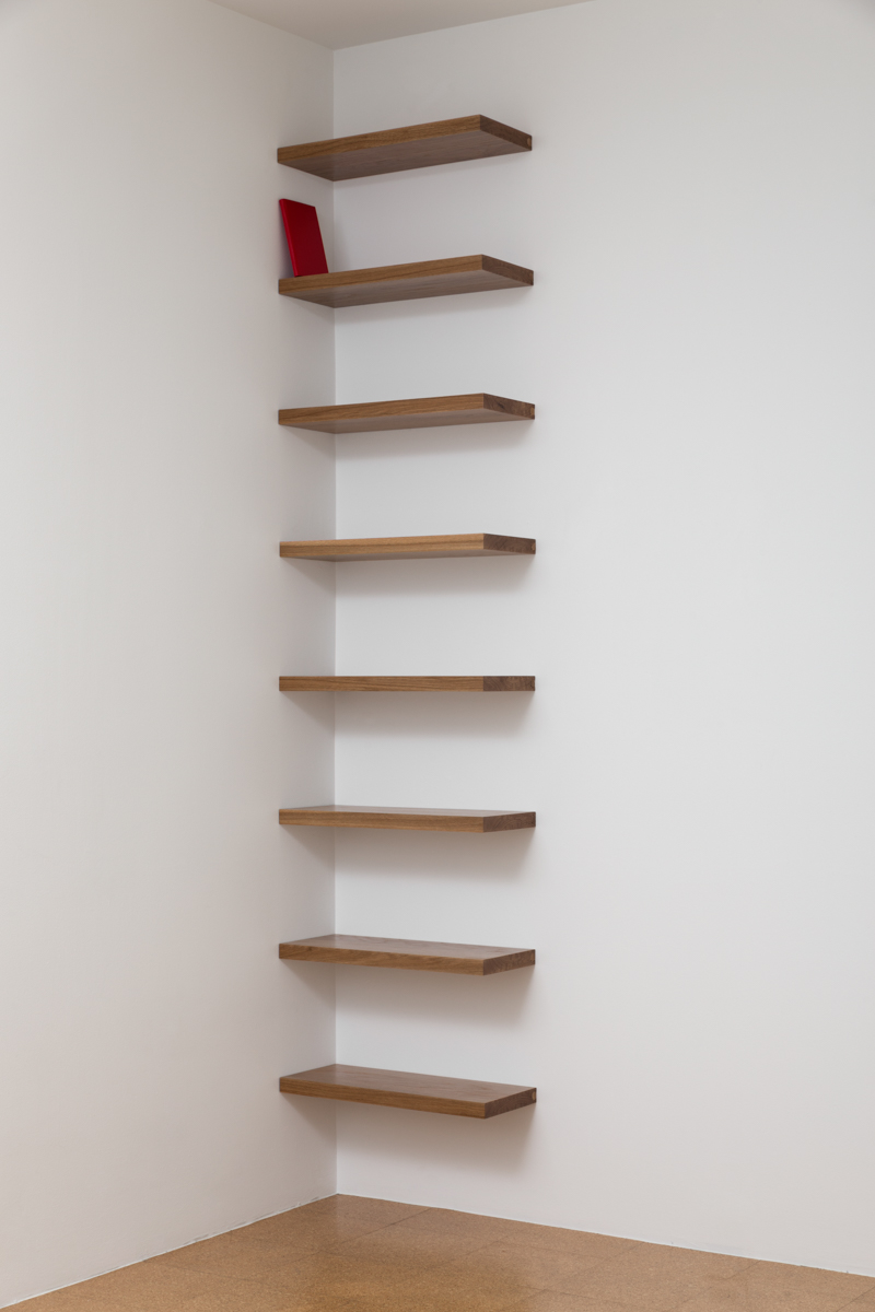 Librero en esquina (rojo)   /   Corner Bookshelf (Red)  , 2014  Estantes de madera, libro / Wood shelves, book  275 x 61 x 25 cm