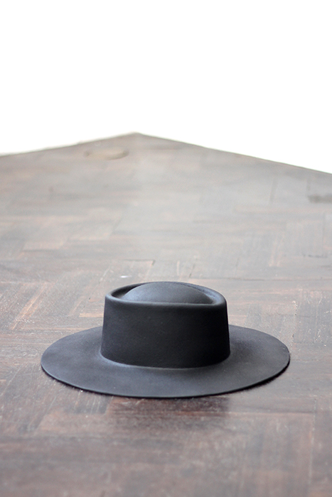 Sin título (sombrero de Beckett)  /  Untitled (Beckett's Hat)  , 2013  Bronce / Bronze  10.5 x 39 x 31 cm