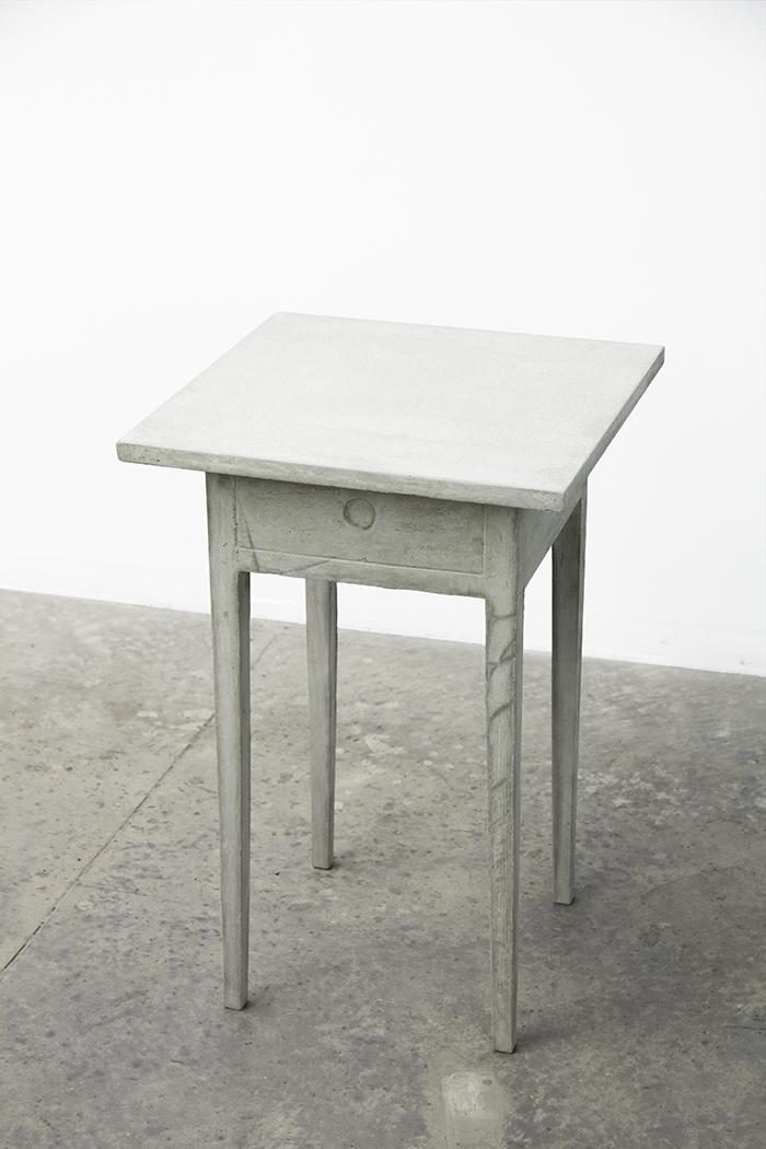 Escritorio de Emily Dickinson   /   Emily Dickinson's Writing Desk  , 2016  Concreto / Concrete  66 x 46 x 46 cm