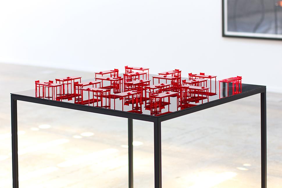 Escenario (Ohio Impromptu) / Stage (Ohio Impromptu)  , 2015  Metacrilato, metal, cristal templado / Methacrylate, metal, tempered glass  95 x 100 x 100 cm