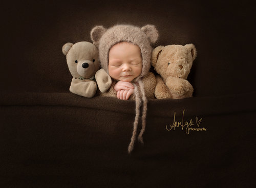 Newborn sessions are an amazing way to capture your babys first days we will capture the tiny toes the wisps of hair and all the magic of the newest