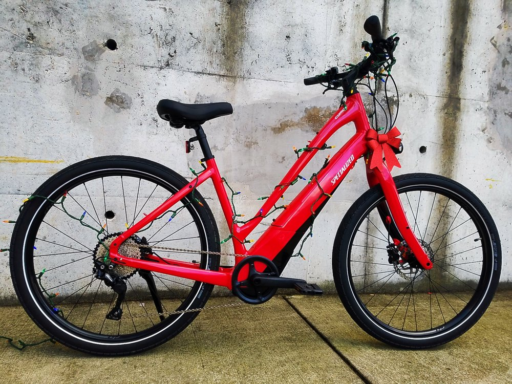 Pedal Assist up to 29mph, fully integrated battery and motor, and hydraulic disc brakes!