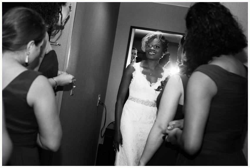 9.5_urbanrowphoto_bride_getting_ready