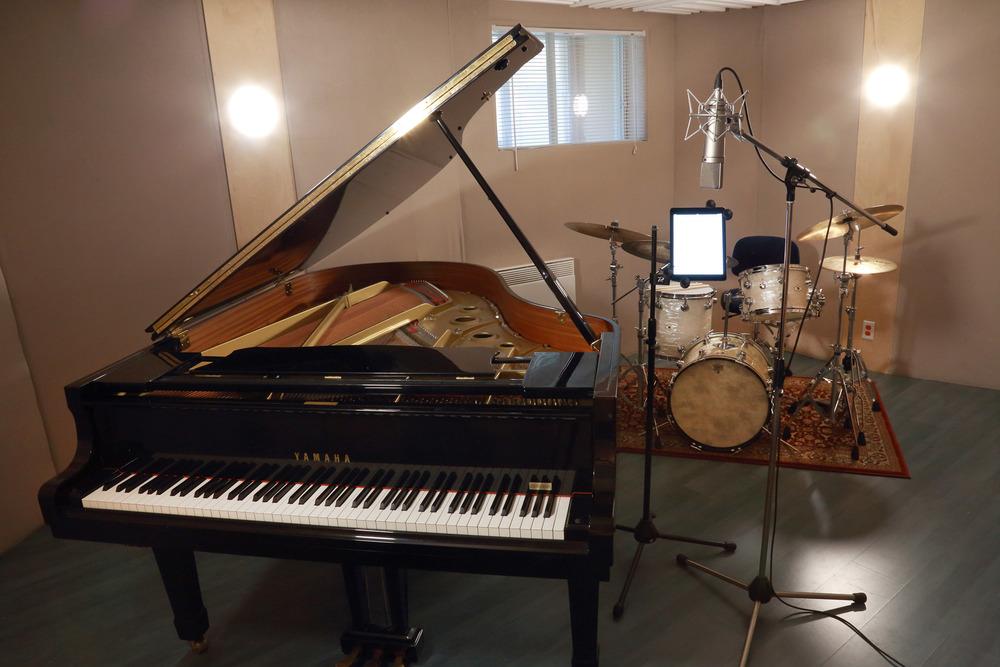 studio-piano.jpg