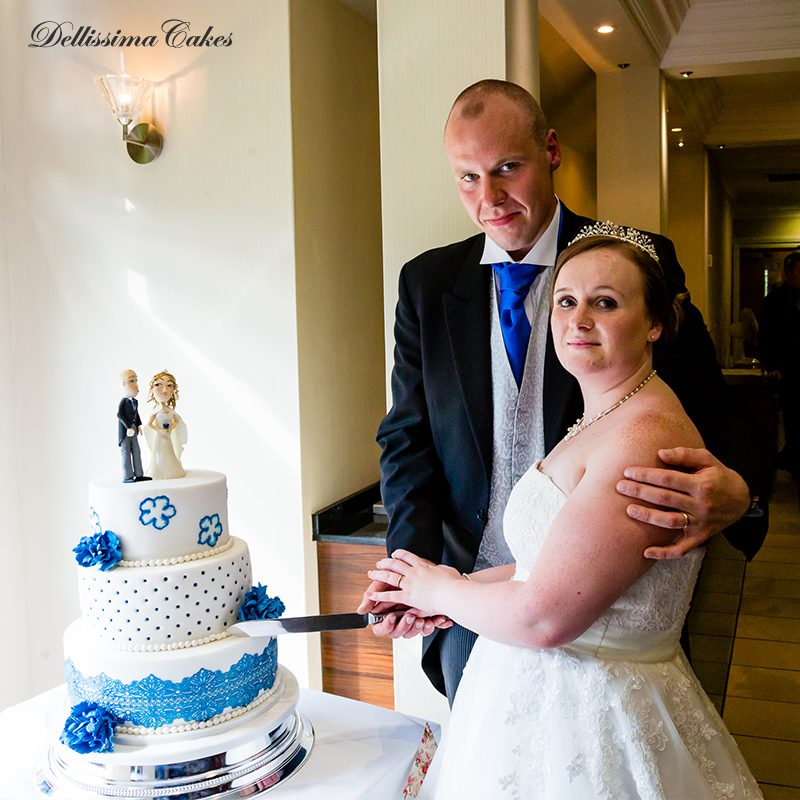 white-blue-wedding-cake-4.jpg