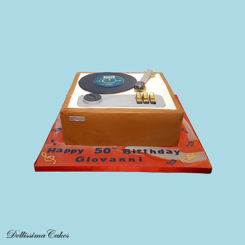 record-player-birthday-cake.jpg