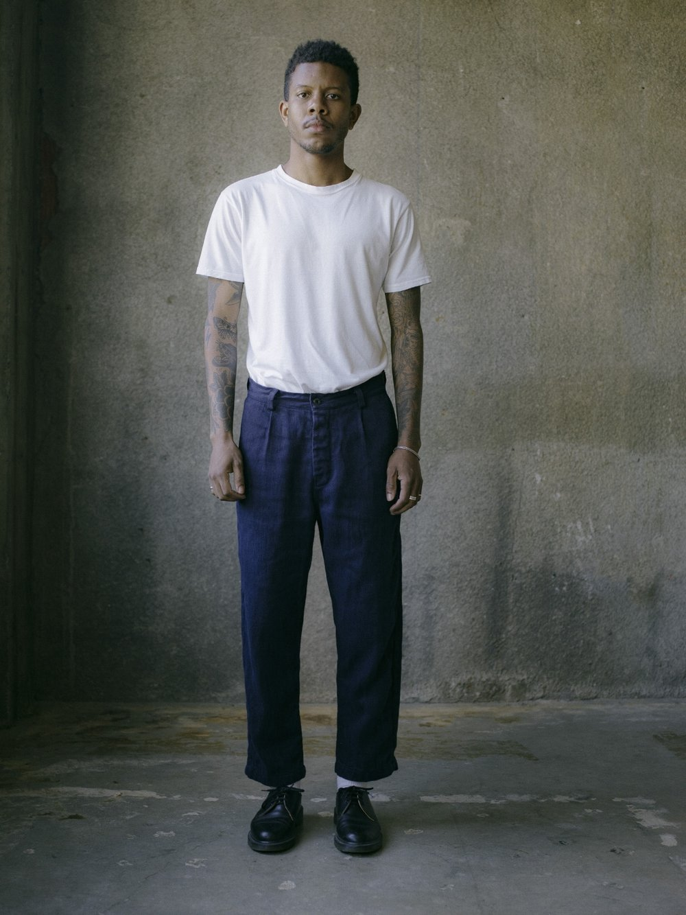 evan-kinori-single-pleat-pant-french-blue-hemp-twill