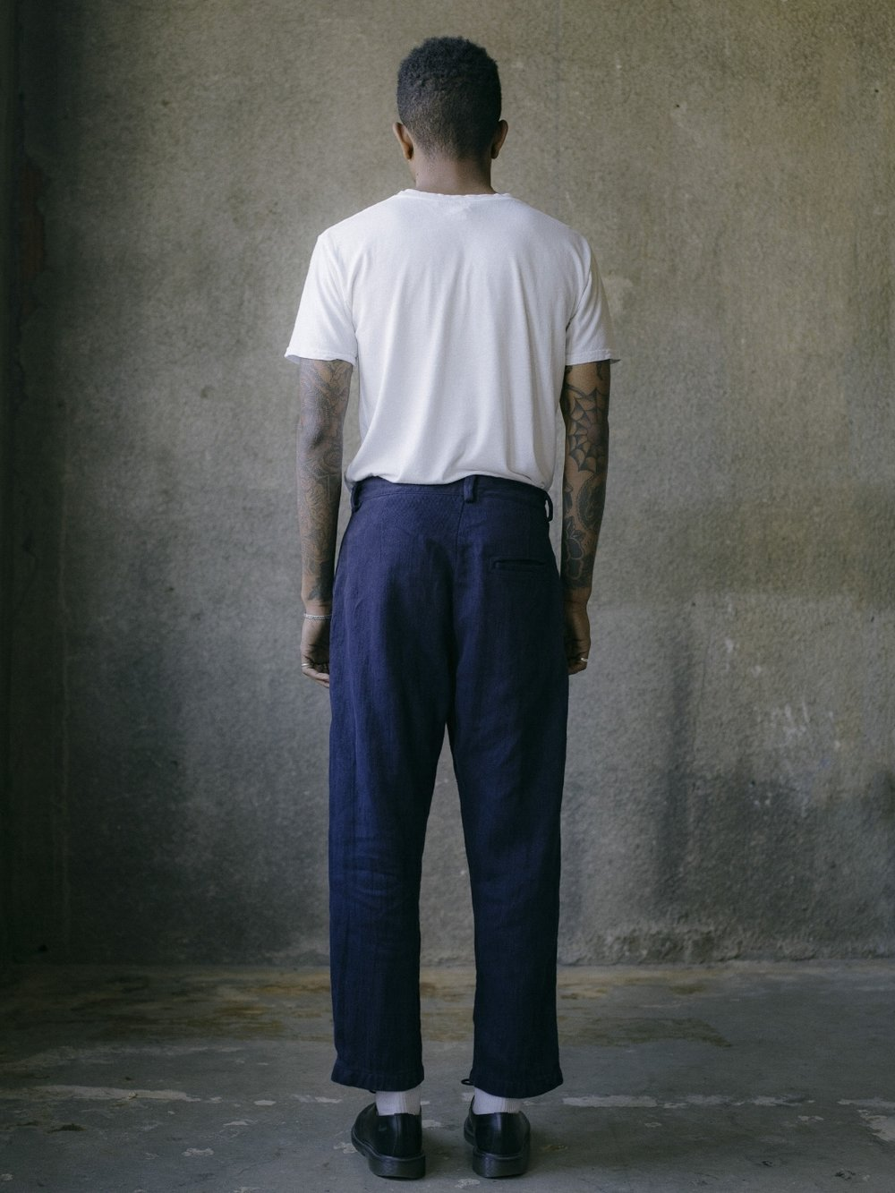evan-kinori-single-pleat-pant-french-blue-hemp-twill-4