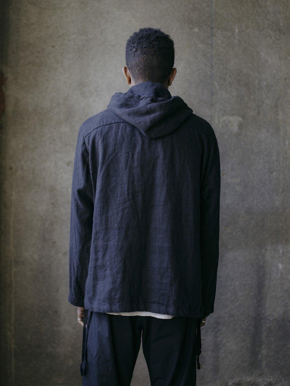 evan-kinori-anorak-tumbled-black-linen-4