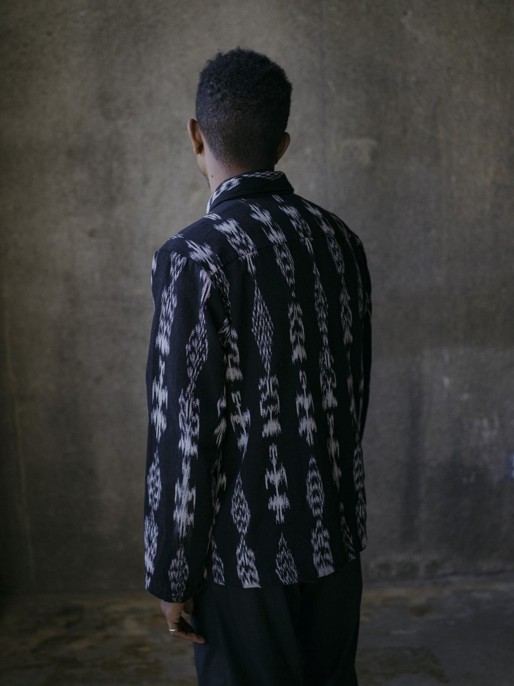 evan-kinori-field-shirt-black-ikat-4