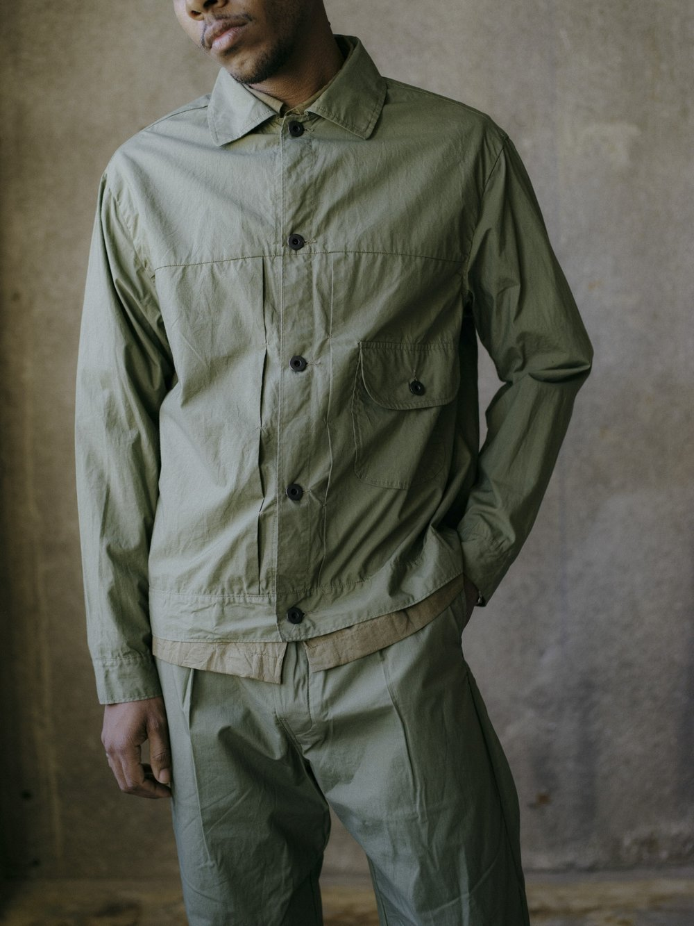 evan-kinori-pleated-jacket-olive-typewriter-cloth