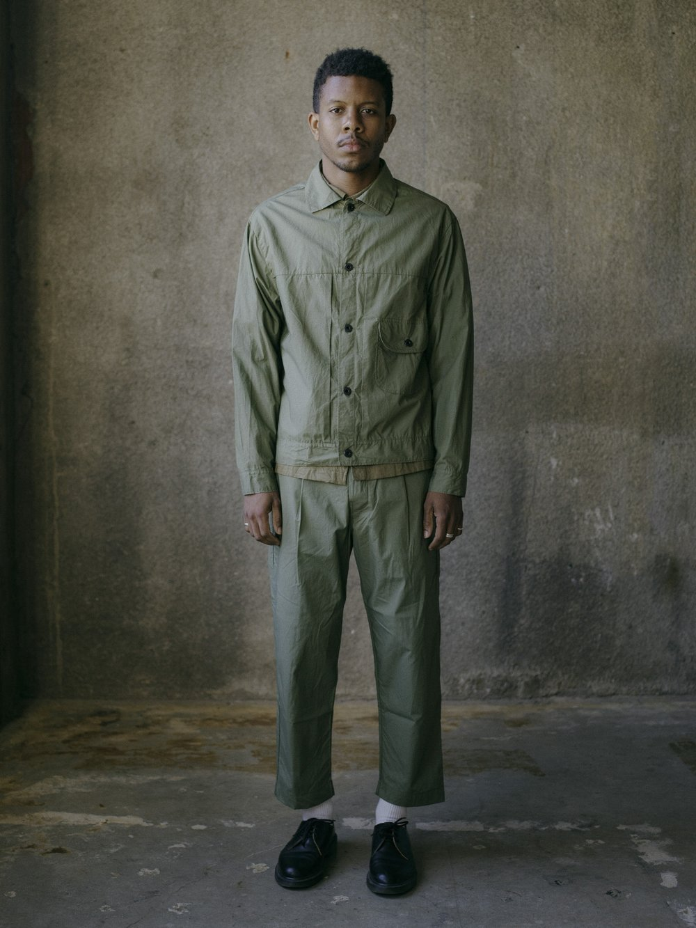 evan-kinori-pleated-jacket-olive-typewriter-cloth-3