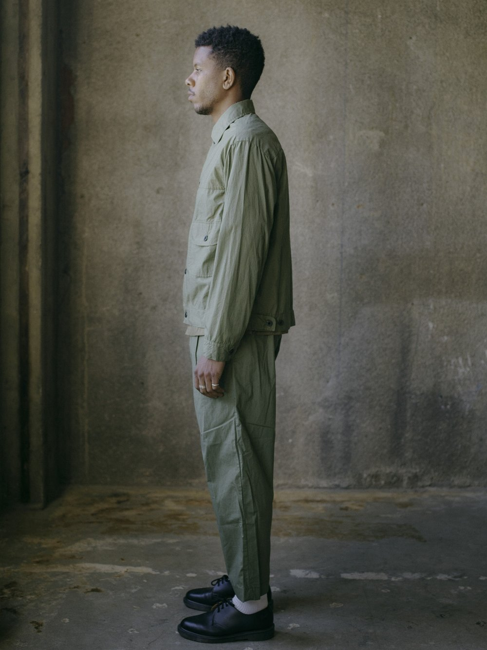 evan-kinori-pleated-jacket-olive-typewriter-cloth-4