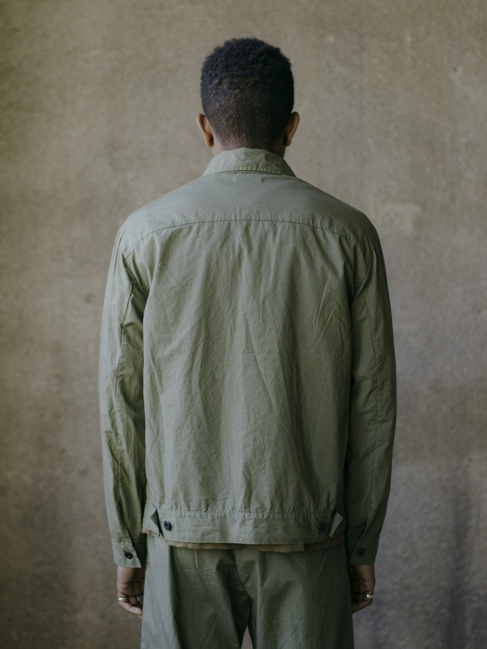 evan-kinori-pleated-jacket-olive-typewriter-cloth-5