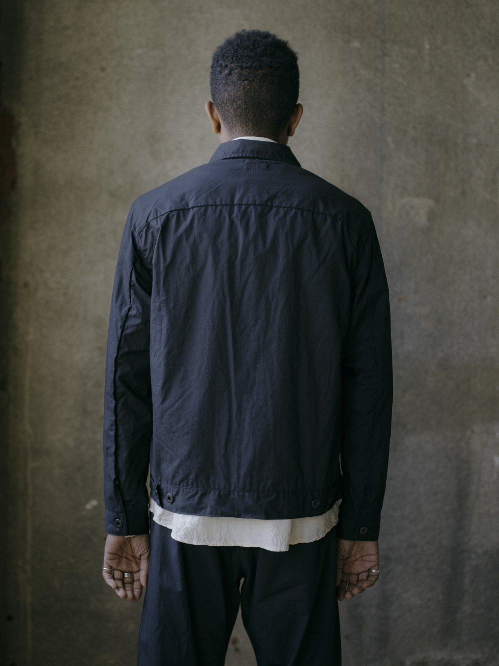 evan-kinori-pleated-jacket-black-typewriter-3