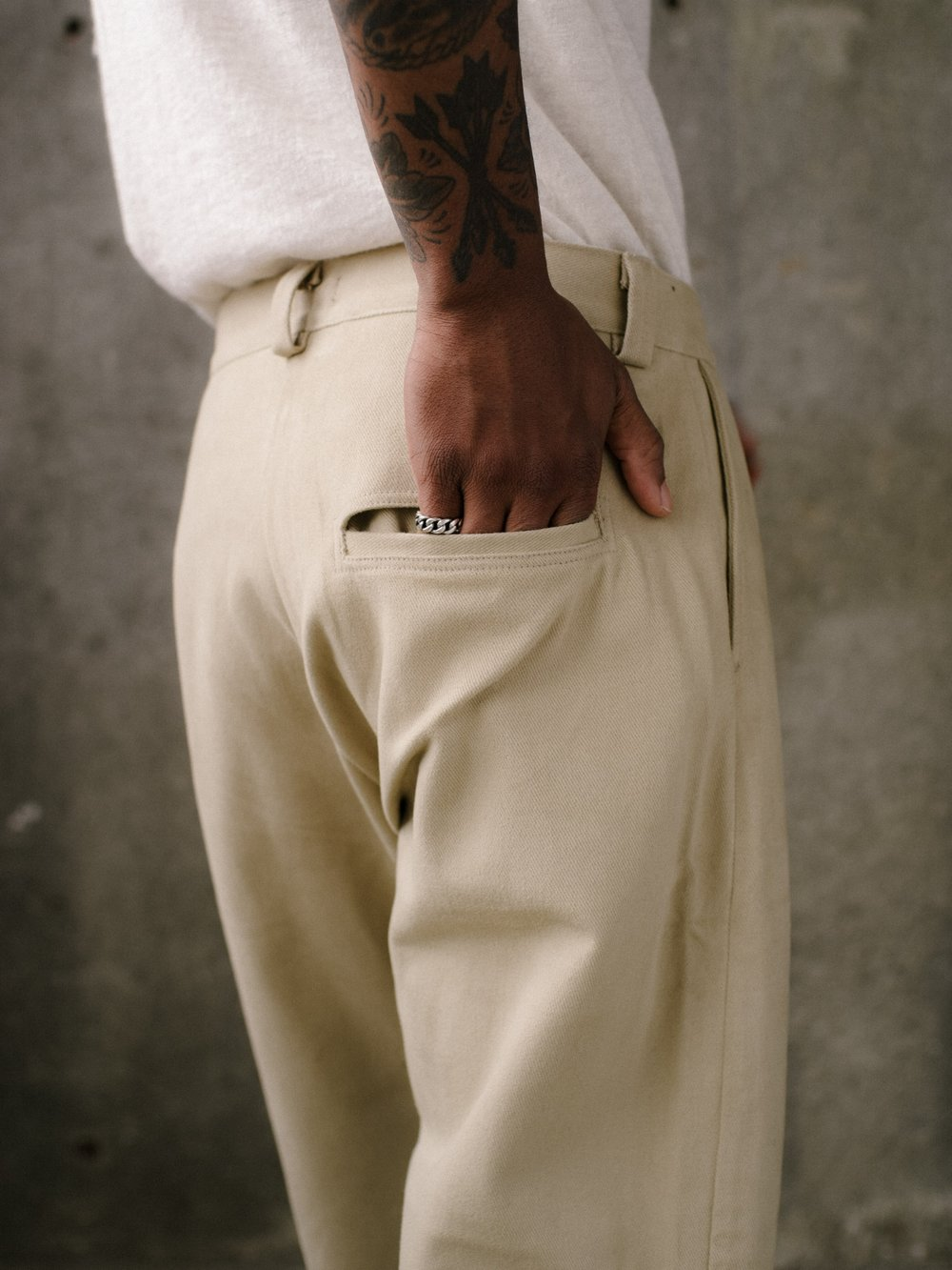 evan-kinori-single-pleat-pant-khaki-cotton-twill-4