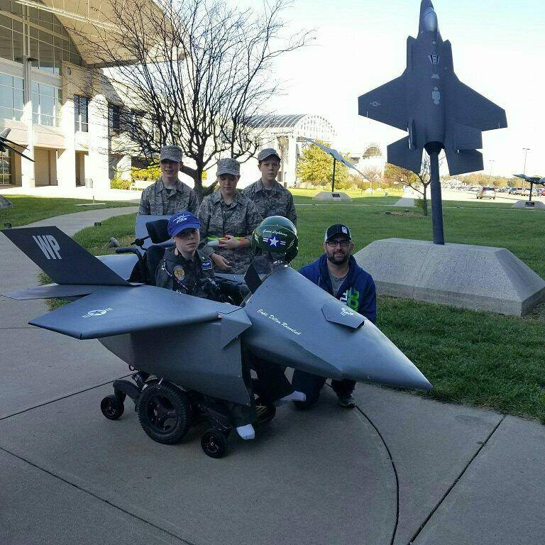 Pilot and ground crew.jpeg