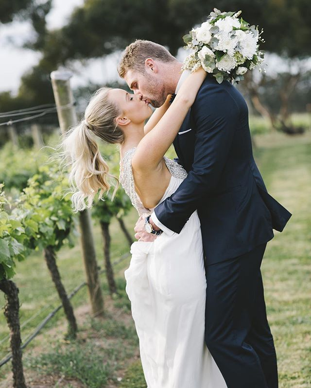 Carly + Luke's @jackrabbitvineyard wedding has been featured over on the @ivorytribe blog today, pop over and check it out! #thedelaneywedding15 #bellarinewedding #winerywedding #jackrabbitvineyard