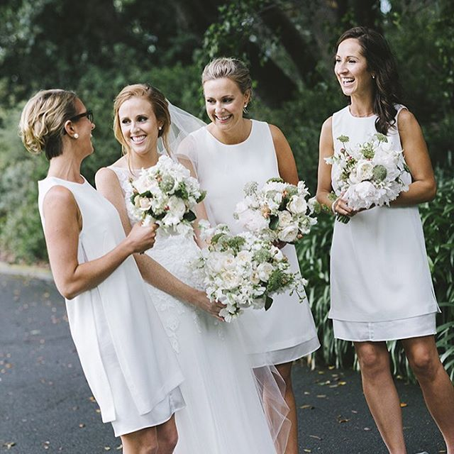Amanda and her beautiful bridesmaids. Florals by @thestudiobyfleur