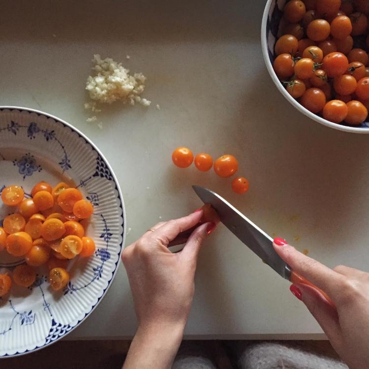 tomato chopping