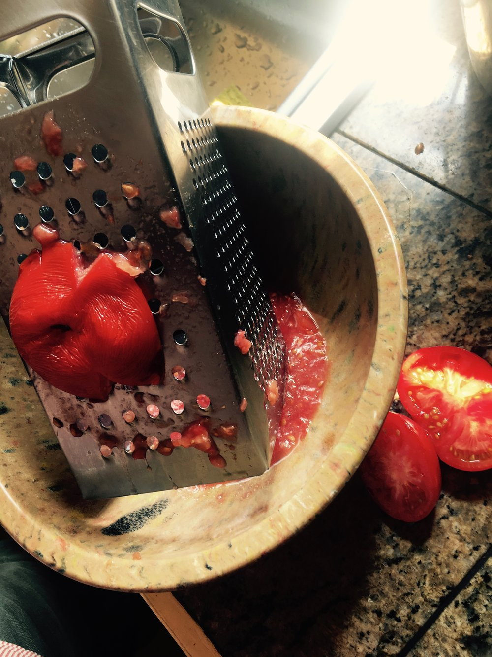grating tomatoes for samfaina