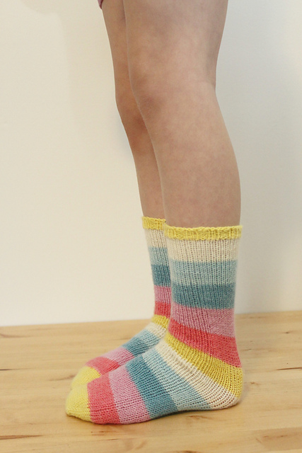 Free Sock Knitting Pattern Round Up Knittin Little