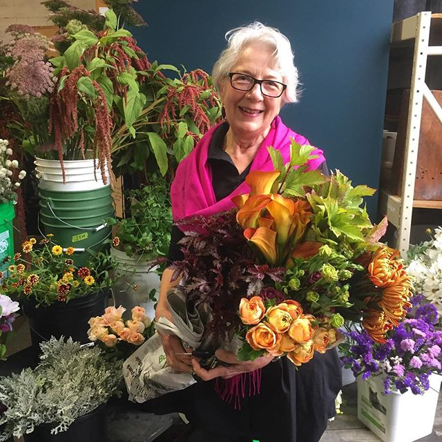 Thank you, Lonna for being such a delightful and devout customer! It's truly a joy to see folks be inspired and excited by all the amazing blooms that drift into the mart 💕🍂🌿 #community #fallinspiration #locallygrown #slowflowers #weeklybouquet #lovethyneighbor #northbayflowercollective