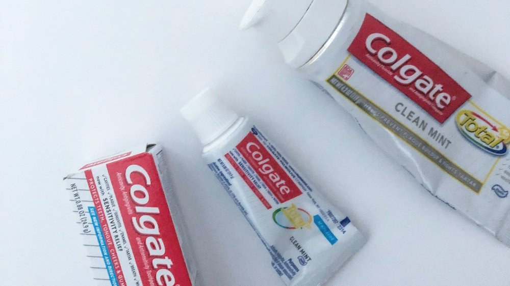 Colgate total: Old formula and packaging and New SF formula