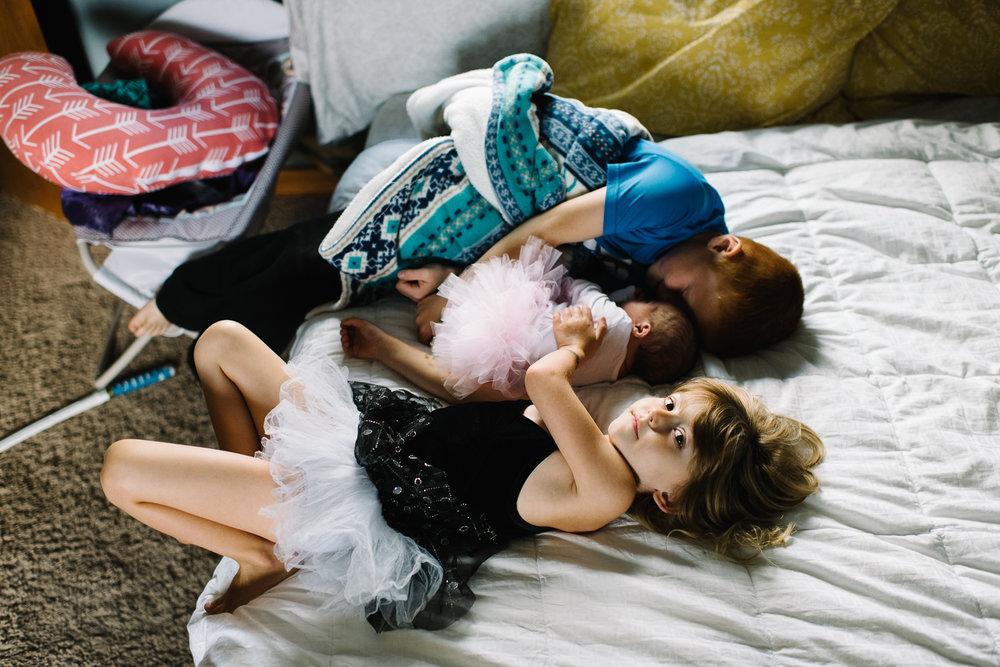 newborn-family-home-session-alaska_29.jpg