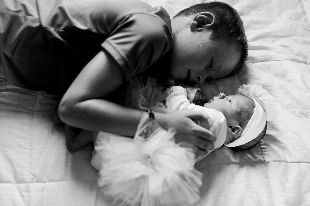 newborn-family-home-session-alaska_31.jpg