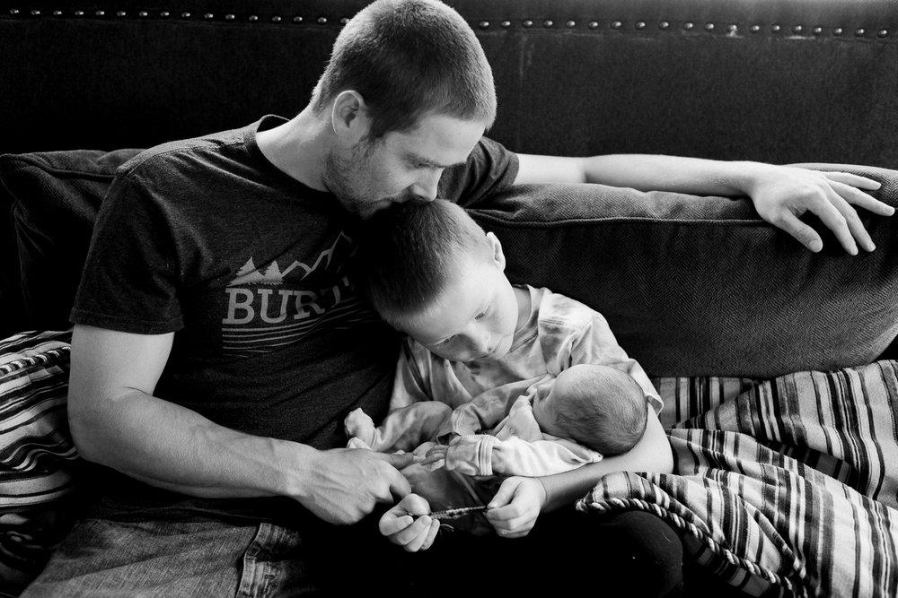 newborn-family-home-session-alaska_45.jpg