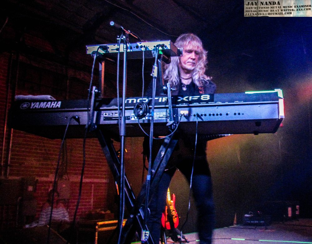 Steve Mann manned the keyboards, and some guitar work, all night.