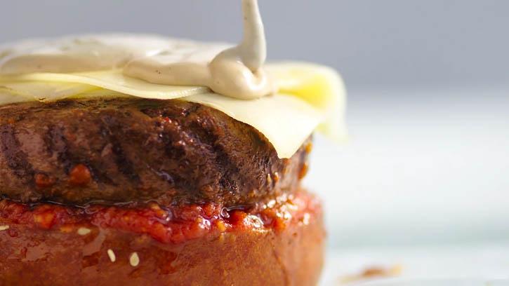 Praise Mayonnaise - Burger (0-00-09-10).jpg