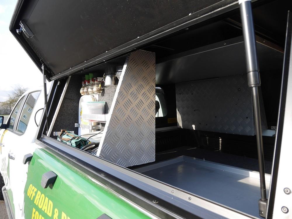 Alu-Cab Hardtop Explorer 3 1020 Ford Ranger.JPG
