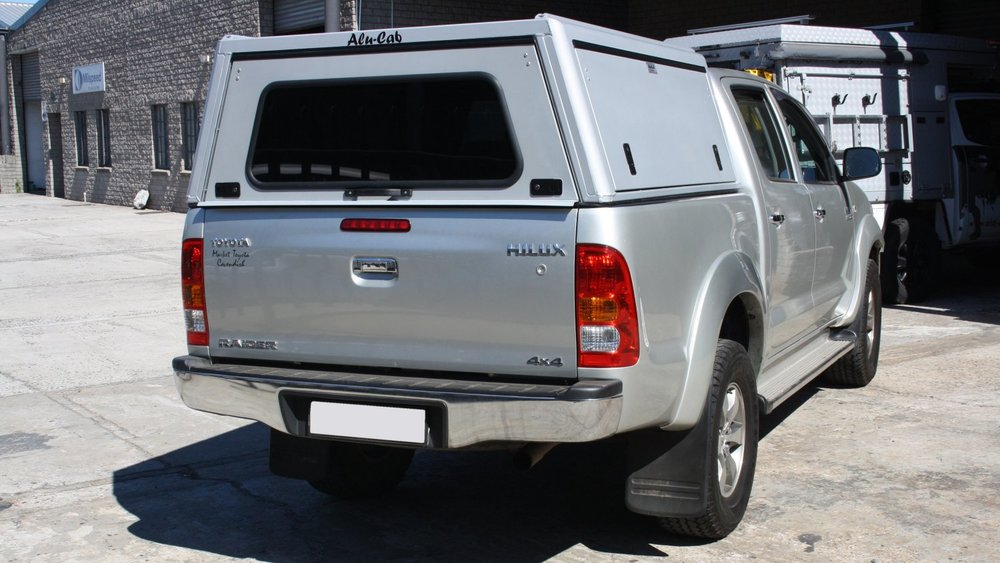 Alu-Cab Hardtop Explorer 3 Toyota Hilux 2005 DC 0102.jpg