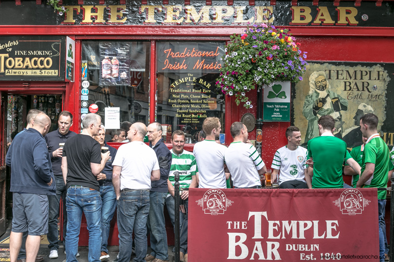 The lads, The Temple Bar, Temple Bar Dublin, June 2016