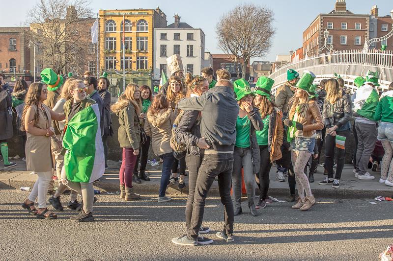 Half Penny Bridge kiss, St Patrick's Festival 2106