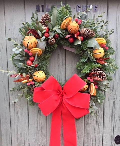 Christmas door wreath - learn how to make a stunning door wreath